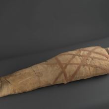 <p><em>Mummy of Thothirdes</em>. Egypt, probably from Thebes. Late Period, Dynasty 26, circa 664–525 <small>B.C.E.</small> Linen, organic materials, 16 × 10<sup>1</sup>⁄<sub>4</sub> x 61 in. (40.6 × 26 × 154.9 cm). Brooklyn Museum, Charles Edwin Wilbour Fund, 37.1521Ec</p>