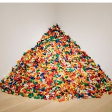 <p>F&eacute;lix Gonz&aacute;lez-Torres (American, 1957&ndash;1996). <em>&ldquo;Untitled&rdquo; (Portrait of Ross in L.A.)</em>, 1991. Candies individually wrapped in multicolored cellophane, endless supply. Overall dimensions vary with installation, ideal weight: 175 lb. The Art Institute of Chicago; promised gift of Donna and Howard Stone. Courtesy of Andrea Rosen Gallery, New York &copy; The F&eacute;lix Gonz&aacute;lez-Torres Foundation</p>