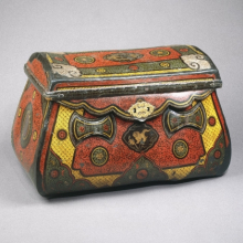 <p><em>Traveling Coffer</em>. China, circa 1250. Lacquer over leather, bamboo, wood, metal mounts, 17<sup>1</sup>⁄<sub>4</sub> x 28<sup>3</sup>⁄<sub>8</sub> x 15 in. (43.8 × 72.1 × 38.1cm). Brooklyn Museum, Gift of the Asian Art Council, 1996.68</p>