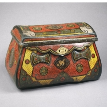 <p><em>Traveling Coffer</em>. China, circa 1250. Lacquer over leather, bamboo, wood, metal mounts, 17<sup>1</sup>&frasl;<sub>4</sub> x 28<sup>3</sup>&frasl;<sub>8</sub> x 15 in. (43.8 &times; 72.1 &times; 38.1cm). Brooklyn Museum, Gift of the Asian Art Council, 1996.68</p>