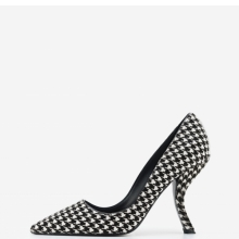 <p>Roger Vivier. &ldquo;Virgule Houndstooth,&rdquo; Fall 2014. Calf hair. Courtesy of Roger Vivier, Paris. Photo: Jay Zukerkorn</p>