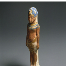 <p>Amarna King, circa 1352&ndash;1336 <small>B.C.E.</small> Limestone, paint, gold leaf, 8<sup>3</sup>/<sub>8</sub> x 1<sup>7</sup>/<sub>8</sub> in. (21.3 x 4.8 cm). Gift of the Egypt Exploration Society, 29.34. (Photo: Brooklyn Museum)</p>