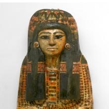 <p><em>Mummy Mask of Bensuipet, Deir el-Medina, Egypt</em>, circa 1292–1190 <small>B.C.E</small>. Cartonnage, 7<sup>1</sup>/<sub>4</sub> x 14<sup>1</sup>/<sub>4</sub> x 24<sup>3</sup>/<sub>8</sub> in. (18.4 x 36.2 x 62 cm). Charles Edwin Wilbour Fund, 37.47Ec. (Photo: Sarah DeSantis, Brooklyn Museum)</p>