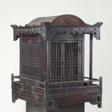 <p><em>Palanquin for Funerary Processions</em>. Korea; Joseon dynasty, 19th century. Wood, metal, paper, cloth, 34<sup>1</sup>/<sub>2</sub> x 20<sup>1</sup>/<sub>2</sub> x 25<sup>1</sup>/<sub>4</sub> in. (87.6 x 52.1 x 64.1 cm). Brooklyn Museum, Designated Purchase Fund, 85.224. (Photo: Sarah DeSantis, Brooklyn Museum)</p>
