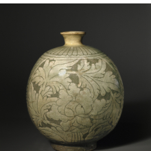 <p><em>Bottle with Peony Decoration</em>. Korea, Joseon dynasty, mid- to late 15th century. Stoneware with slip decoration under celadon glaze, 8<sup>5</sup>/<sub>8</sub> x 7 x 6 in. (22 x 17.8 x 15.2 cm). Brooklyn Museum, Ella C. Woodward Memorial Fund, 75.61. (Photo: Brooklyn Museum)</p>