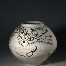 <p><em>Dragon Jar.</em> Korea, Joseon dynasty, mid 17th century. Porcelain with iron-painted decoration under clear glaze, overall: 12<sup>11</sup>/<sub>16</sub> × 14<sup>9</sup>/<sub>16</sub> in. (32.2 × 37 cm). Brooklyn Museum; Gift of the Asian Art Council, 86.139. (Photo: Brooklyn Museum)</p>