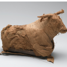 <p><em>Model of a Bull</em>. From Egypt. Third Intermediate Period or Late Period, Dynasty 21&#8210;30, circa 1075&ndash;332 <small>B.C.E.</small> Reeds, cloth, 5<sup>11</sup>/<sub>16</sub> x 2<sup>7</sup>/<sub>8</sub> x 9<sup>7</sup>/<sub>16</sub> in. (14.5 x 7.3 x 24 cm). Brooklyn Museum; Charles Edwin Wilbour Fund, 37.1381E. (Photo: Sarah DeSantis, Brooklyn Museum)</p>