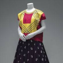 <p>Cotton <em>huipil </em>with machine-embroidered chain stitch; printed cotton skirt with embroidery and <em>hol&aacute;n</em> (ruffle). &copy; Diego Rivera and Frida Kahlo Archives, Banco de M&eacute;xico, Fiduciary of the Trust of the Diego Rivera and Frida Kahlo Museums. (Photo: Javier Hinojosa, courtesy of V&amp;A Publishing)</p>