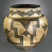<p>A:shiwi (Zuni) artist. <em>Water Jar</em>, 1825–50. Clay, pigment, 12<sup>3</sup>/<sub>4</sub> × 12<sup>3</sup>/<sub>4</sub> in. (31.5 × 31.5 cm). Brooklyn Museum; Museum Expedition 1903, Museum Collection Fund, 03.325.4723. (Photo: Brooklyn Museum)</p>