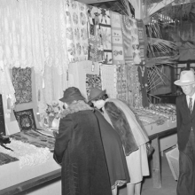 <p>Russell Lee, <i>Women looking at quilting and crocheting exhibit at Gonzalez County Fair</i>. Gonzales, Texas, November 1939. Library of Congress, Prints & Photographs Division, Washington, D.C.</p>
