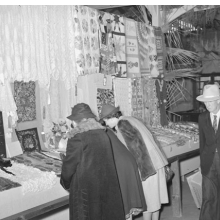 <p>Russell Lee, <i>Women looking at quilting and crocheting exhibit at Gonzalez County Fair</i>. Gonzales, Texas, November 1939. Library of Congress, Prints &amp; Photographs Division, Washington, D.C.</p>