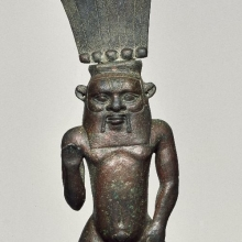 <p><em>Finial with Figure of the God Bes</em>. Third Intermediate Period, Dynasty 21 to Dynasty 25, circa 1075–656 <small>B.C.E.</small> Bronze,15<sup>15</sup>⁄<sub>16</sub> x 2<sup>13</sup>⁄<sub>16</sub> in. (40.5 × 7.2 cm). Brooklyn Museum, Charles Edwin Wilbour Fund, 46.127</p>