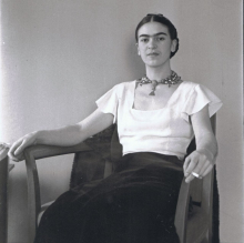 <p>Lucienne Bloch (1909–1999), <em>Frida Kahlo at the Barbizon Plaza Hotel, New York</em>, 1933. Black and white photograph, 21 x 17 in. (53.5 x 43.2 cm). The Jacques and Natasha Gelman Collection of the 20th Century Mexican Art and the Vergel Foundation. © Lucienne Allen dba Old Stage Studios. (Image courtesy of Old Stage Studios)</p>