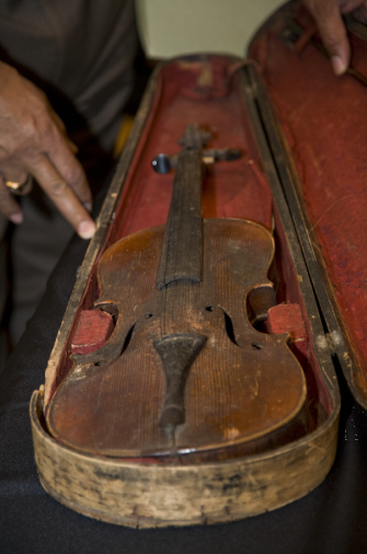 Antique Violin. Photo by Michael R. Barnes, Smithsonian Institution