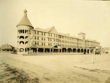 "<em>""Beach Haven: the great seashore opportunity. Views of Beach Haven. View 44: Engleside Hotel.""</em>, 1900-1914. Bw photograph (original print), 9 x 7in (23 x 18cm). Brooklyn Museum, Beachhaven. (F142_O2_B35_Beachhaven_042.jpg"