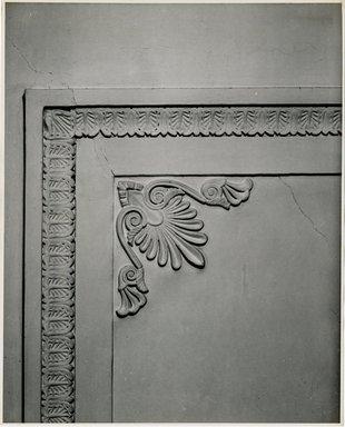 "<em>""Cornic design ceiling, main room. Lay House, 11 Cranberry Street, Brooklyn, N.Y. (detail).""</em>. Bw photographic print, 5 x 7 in (13 x 16 cm). Brooklyn Museum, CHART_2011. (Photo: Brooklyn Museum, NA735_B8_L45_Lay_House_neg1568-M_print.jpg"