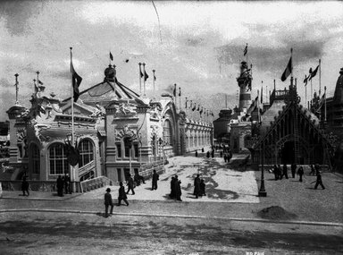 """<em>""""Paris Exposition: Commercial Navigation Building and Quai d'Orsay, Paris, France, 1900""""</em>, 1900. Glass negative 3.25x4.25in, 3.25 x 4.25 in. Brooklyn Museum, Goodyear. (Photo: Brooklyn Museum, S03i1509n01a.jpg"""