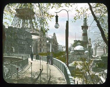 "<em>""Paris Exposition: moving sidewalk, Paris, France, 1900""</em>, 1900. Lantern slide 3.25x4in, 3.25 x 4 in. Brooklyn Museum, Goodyear. (Photo: Brooklyn Museum, S03i1528l01_SL1.jpg"