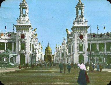 "<em>""Paris Exposition: Palaces of the Esplanade des Invalides, Paris, France, 1900""</em>, 1900. Lantern slide 3.25x4in, 3.25 x 4 in. Brooklyn Museum, Goodyear. (Photo: Brooklyn Museum, S03i1542l01.jpg"