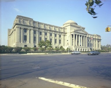 "<em>""Brooklyn Museum: exterior. View of the Eastern Parkway façade from the northeast, showing Eastern Parkway in the foreground, 05/1975.""</em>, 1975. Color negative 4x5in, 4 x 5in (10.2 x 12.7 cm). Brooklyn Museum, Museum building. (Photo: Brooklyn Museum, S06_BEEi091.jpg"
