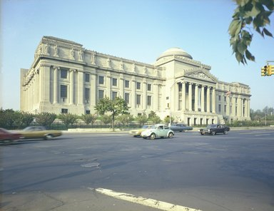"<em>""Brooklyn Museum: exterior. View of the Eastern Parkway façade from the northeast, showing Eastern Parkway in the foreground, 05/1975.""</em>, 1975. Color negative 4x5in, 4 x 5in (10.2 x 12.7 cm). Brooklyn Museum, Museum building. (Photo: Brooklyn Museum, S06_BEEi092.jpg"