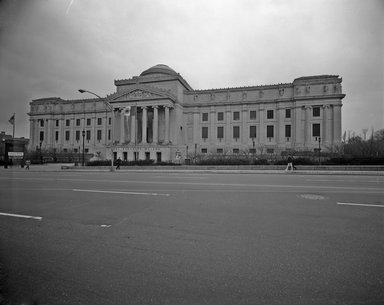 "<em>""Brooklyn Museum: exterior. View of the Eastern Parkway façade from Eastern Parkway, showing From Courbet to Cezanne banner, 1986.""</em>, 1986. Bw copy negative 8x10in, 8 x 10in (20.3 x 25.4 cm). Brooklyn Museum, Museum building. (Photo: Brooklyn Museum, S06_BEEi114.jpg"