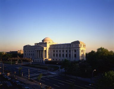 "<em>""Brooklyn Museum: exterior. View of the Eastern Parkway façade from the northwest, showing Eastern Parkway in the foreground, 1987.""</em>, 1987. Color transparency 4x5in, 4 x 5in (10.2 x 12.7 cm). Brooklyn Museum, Museum building. (Photo: Brooklyn Museum, S06_BEEi124.jpg"