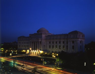 "<em>""Brooklyn Museum: exterior. View of Eastern Parkway façade at night from the northwest, showing Eastern Parkway in the foreground, 1990.""</em>, 1990. Color transparency 4x5in, 4 x 5in (10.2 x 12.7 cm). Brooklyn Museum, Museum building. (Photo: Brooklyn Museum, S06_BEEi144.jpg"