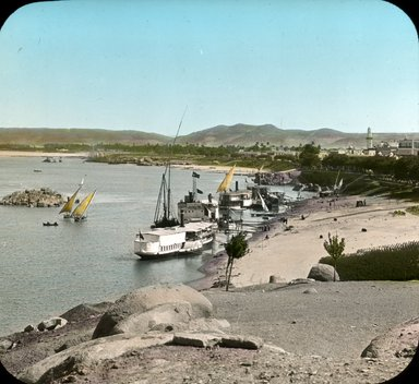 """<em>""""Views, Objects: Egypt. General Views; People. View 070: Nile commerce at Assuan, Egypt.""""</em>, 1908. Lantern slide 3.25x4in, 3.25 x 4 in. Brooklyn Museum, lantern slides. (Photo: Stereo-Travel Co., Corona, New York, S10_08_Egypt_GeneralViews_People070.jpg"""