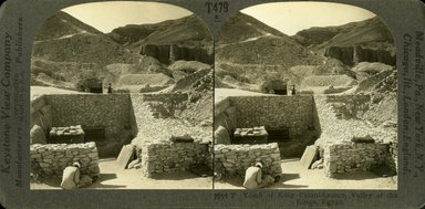 "<em>""Tomb of King Tutankhamun, Valley of the Kings, Egypt.""</em>. Printed material. Brooklyn Museum. (TR780_St4_Underwood_Stereographs_9864.jpg"