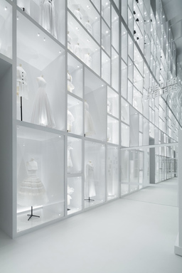 Christian Dior: Designer of Dreams, Friday, September 10, 2021 through Sunday, February 20, 2022 (Image: EXH_2021_Dior_70_Paul_Vu_L1260247.jpg Photo: Here And Now Agency photograph, 2021)