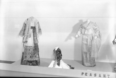 Nothing to Wear. [03/15/1940 - 05/05/1940]. Installation view: group of costumes. Owner: Traphagen School of Fashion, Mrs. Scourbi and Mrs. Lee Simonson.