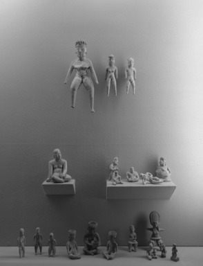 Ancient Art of Latin America, from the Collection of Jay C. Leff. [11/22/1966 - 03/05/1967]. Installation view: cases with Aztec and Mixtec pieces.