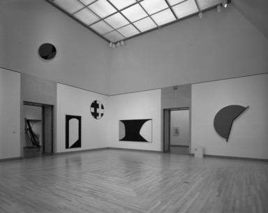 Leon Polk Smith: Selected Works, 1943-1992, February 19, 1993 through January 02, 1994 (Image: PHO_E1993i025.jpg  photograph, 1993)
