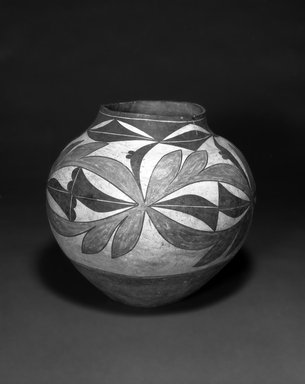 Haak'u (Acoma Pueblo). <em>Water Jar</em>, 1868-1901. Ceramic, pigment, 9 1/4 x 10 1/2 in (23.5 x 26.7 cm). Brooklyn Museum, By exchange, 01.1535.2172. Creative Commons-BY (Photo: Brooklyn Museum, 01.1535.2172_view1_bw.jpg)