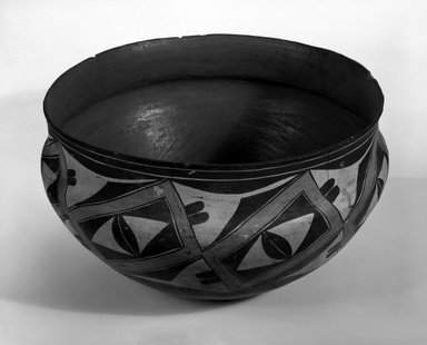Haak'u (Acoma Pueblo). <em>Bowl</em>, 1868-1900. Clay, pigment, 8 x 13 3/4 in (20.5 x 35 cm). Brooklyn Museum, By exchange, 01.1535.2179. Creative Commons-BY (Photo: Brooklyn Museum, 01.1535.2179_bw.jpg)