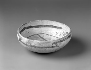 Hopi Pueblo. <em>Decorated Bowl</em>, 1000 C.E. (possibly). Clay, slip, 3 3/8 x 8 x 8 in. (8.6 x 20.3 x 20.3 cm). Brooklyn Museum, By exchange, 01.1535.2206. Creative Commons-BY (Photo: Brooklyn Museum, 01.1535.2206_view2_bw.jpg)