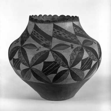 Haak'u (Acoma Pueblo). <em>Water Jar</em>, 1868-1900. Clay, pigment, 11 1/2 x 13 in. (29.2 x 33cm). Brooklyn Museum, Riggs Pueblo Pottery Fund, 02.257.2467. Creative Commons-BY (Photo: Brooklyn Museum, 02.257.2467_bw.jpg)