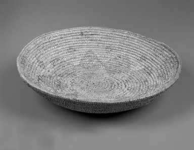 She-we-na (Zuni Pueblo). <em>Coiled Basket (Hok-in)</em>. Fiber, (7.5 x 31.3 cm). Brooklyn Museum, Museum Expedition 1903, Museum Collection Fund, 03.325.3595. Creative Commons-BY (Photo: Brooklyn Museum, 03.325.3595_bw.jpg)