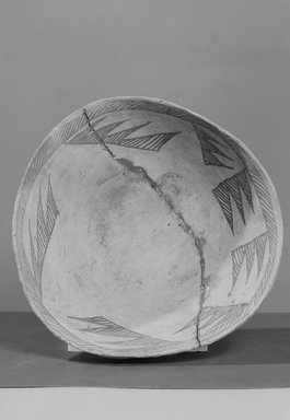 Ancient Pueblo (Anasazi). <em>Bowl</em>, 875-1000 (probably). Clay, 3 7/8 x 10 1/2 x 10 1/2 in. (9.8 x 26.7 x 26.7 cm). Brooklyn Museum, Museum Expedition 1903, Museum Collection Fund, 03.325.4254. Creative Commons-BY (Photo: Brooklyn Museum, 03.325.4254_acetate_bw.jpg)
