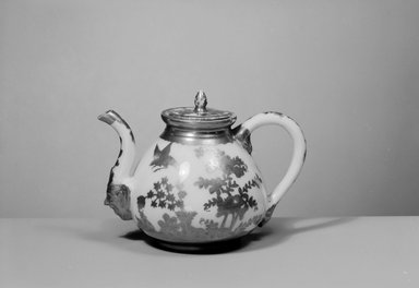 <em>Teapot</em>, 18th century. Decorated porcelain, 4 5/8 x 2 3/16 (of lip) in. (11.7 x 5.6 cm). Brooklyn Museum, Gift of Reverend Alfred Duane Pell, 03.328.104. Creative Commons-BY (Photo: Brooklyn Museum, 03.328.104_acetate_bw.jpg)