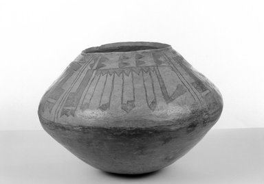 She-we-na (Zuni Pueblo). <em>Jar</em>, 1734-1767, mid 18th century. Clay, slip, pigment, 8 3/4 x 12 in. (22.3 x 30.0 cm). Brooklyn Museum, Museum Expedition 1904, Museum Collection Fund, 04.297.5287. Creative Commons-BY (Photo: Brooklyn Museum, 04.297.5287_acetate_bw.jpg)