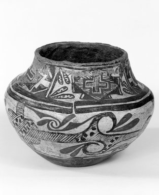 She-we-na (Zuni Pueblo). <em>Jar</em>, 1834-1866, mid 18th century. Clay, slip, pigment, 5 1/2 x 7 in. (14.0 x 18.0 cm). Brooklyn Museum, Museum Expedition 1904, Museum Collection Fund, 04.297.5289. Creative Commons-BY (Photo: Brooklyn Museum, 04.297.5289_bw.jpg)