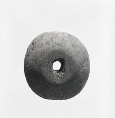 Navajo. <em>Spindle Whorl (Be-edisi)</em>. Wood, 2 5/16 x 3/4 in. (6.2 x 1.9 cm). Brooklyn Museum, Museum Expedition 1904, Museum Collection Fund, 04.297.5442. Creative Commons-BY (Photo: Brooklyn Museum, 04.297.5442_bw_SL5.jpg)