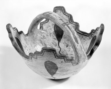 She-we-na (Zuni Pueblo). <em>Prayer Meal Bowl</em>, late 19th or early 20th century. Clay, pigment, slip, 4 5/16 x 5 1/2 x 5 1/2 in. (11 x 14 x 14 cm). Brooklyn Museum, Brooklyn Museum Collection, 04.69. Creative Commons-BY (Photo: Brooklyn Museum, 04.69_view1_bw.jpg)
