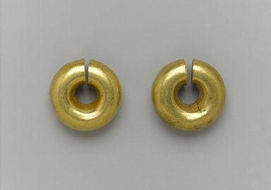 <em>Two Earrings</em>, ca. 1539-1292 B.C.E. Gold, a: 13/16 x Diam. 15/16 in. (2 x 2.4 cm). Brooklyn Museum, Charles Edwin Wilbour Fund, 05.382a-b. Creative Commons-BY (Photo: Brooklyn Museum, 05.382a-b_PS2.jpg)