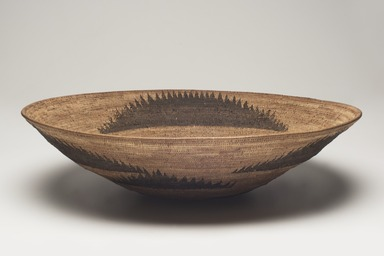 Pomo. <em>Basket Tray</em>. Willow, sedge root, bulrush root, 3 7/8 × 15 9/16 × 15 1/2 in. (9.8 × 39.5 × 39.4 cm). Brooklyn Museum, Museum Expedition 1906, Museum Collection Fund, 06.331.7983. Creative Commons-BY (Photo: Brooklyn Museum, 06.331.7983_overall_PS11.jpg)
