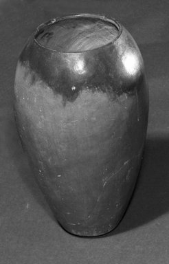 <em>Ovoid Jar</em>, ca. 3800-3300 B.C.E. Clay, 10 5/16 x Diam. 6 1/2 in. (26.2 x 16.5 cm). Brooklyn Museum, Charles Edwin Wilbour Fund, 07.447.331. Creative Commons-BY (Photo: Brooklyn Museum, 07.447.331_bw.jpg)