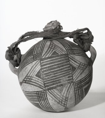 Zia Pueblo. <em>Canteen with Strap and Plug (ging-go-ta)</em>. Ceramic, pigment, cotton cloth, paper, 6 11/16 x 7 1/16 x 4 3/4in. (17 x 18 x 12cm). Brooklyn Museum, Museum Expedition 1907, Museum Collection Fund, 07.467.8259. Creative Commons-BY (Photo: Brooklyn Museum, 07.467.8259_bw_SL5.jpg)