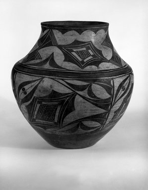Zia Pueblo. <em>Water Jar, (gul-bash)</em>, late 19th-early 20th century. Ceramic, pigment, 11 x 10 3/4in. (27.9 x 27.3cm). Brooklyn Museum, Museum Expedition 1907, Museum Collection Fund, 07.467.8283. Creative Commons-BY (Photo: Brooklyn Museum, 07.467.8283_bw.jpg)